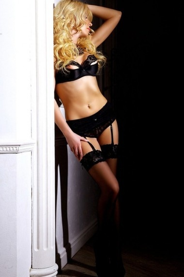 Cambrie, beautiful Russian escort who offers 69 in Rome