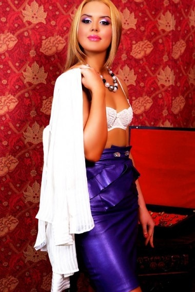 Darcel, beautiful Russian escort who offers oral job in Rome