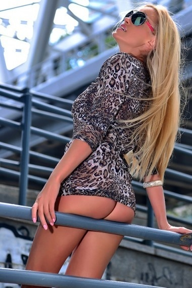 Darina, beautiful Russian escort who offers massages in Rome