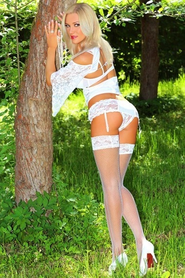 Julia, beautiful Russian escort who offers massages in Rome
