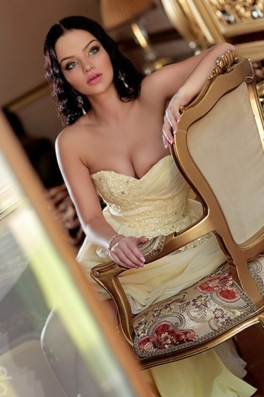 Ksenia, beautiful Russian escort who offers oral job in Rome