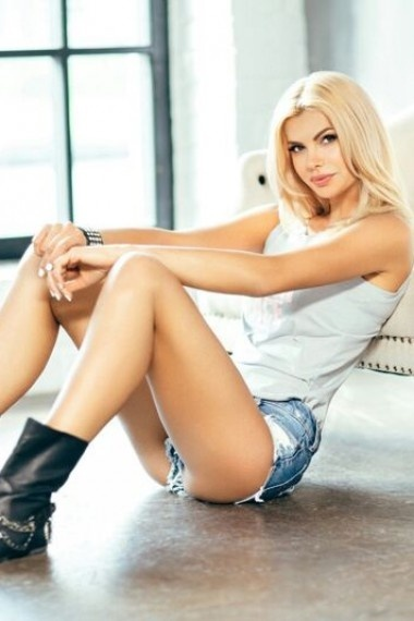 Olga, beautiful Russian escort who offers massages in Rome