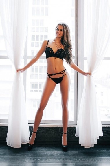 Evelin-pretty-woman, beautiful Russian escort who offers 69 in Rome