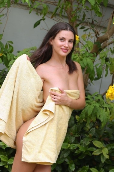 Evonna, beautiful Russian escort who offers dates in Rome
